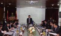 Memperkuat kerjasama antara VOV dengan Komite Hubungan Massa Rakyat Thailand