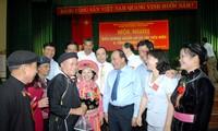Memuji 260 orang yang berwibawa di kalangan rakyat etnis minoritas
