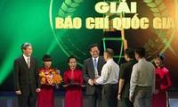 Pers memberikan sumbangan yang layak pada usaha revolusi besar Partai Komunis dan bangsa Vietnam