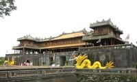 Menyampaikan sertifikat konservasi kepada situs peninggalan Ta Vu-Dai Noi Hue