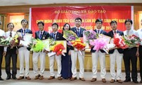 Presiden Negara Truong Tan Sang memuji rombongan pelajar Vietnam peserta Olympiade Matematika Internasional