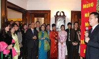 Kaum diaspora Vietnam di seluruh dunia merayakan Hari Raya Tet tradisional.
