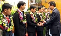 Perdana Menteri Vietnam Nguyen Tan Dung: Mengembangkan peranan pemuda dalam semangat pembidasan, sukarela, mengatasi kesulitan dan kreatif