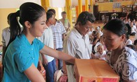 Le Minh Hung-20 tahun sepenuh hati melakukan pekerjaan amal