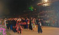 Keluarga besar etnis-etnis Vietnam berkiblat ke laut dan pulau