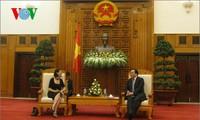 Deputi Perdana Menteri Hoang Trung Hai menerima Sekretaris Negara Perancis, Fleur Pellerin