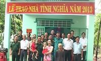 Menyempurnakan kebijakan prioritas terhadap orang yang berjasa kepada revolusi: Memanifestasikan keunggulan dalam kebijakan jaring pengaman sosial Vietnam
