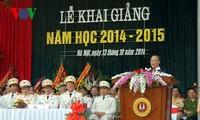 Ketua MN Nguyen Sinh Hung menghadiri upacara pembukaan tahun kuliah  di Akademi Polisi Rakyat