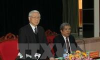 Sekjen Nguyen Phu Trong melakukan temu kerja dengan Badan Harian Komite Partai provinsi Quang Tri