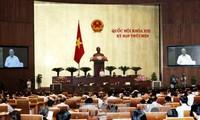 Selar-selar pada Persidangan ke-9 Majelis Nasional Vietnam angkatan ke-13