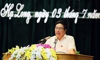 Deputi PM Pham Binh Minh melakukan kontak dengan pemilih kota Ha Long, provinsi Quang Ninh