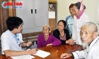 Mencanangkan bulan klimaks dalam melaksanakan pemeriksaan dan pengobatan kemanusiaan tahun 2015 di provinsi Ha Tinh