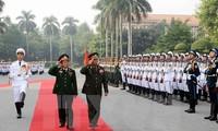 Memperkuat kerjasama antara tentara Vietnam dan Laos