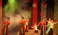 Malam akhir pekan menikmati seni tradisional di kota Hanoi