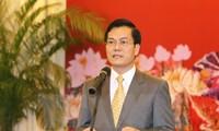 Mengembangkan posisi Vietnam di semua mekanisme multilateral