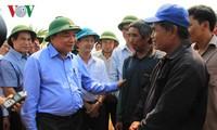 Deputi PM Nguyen Xuan Phuc memeriksa situasi kekeringan di daerah Tay Nguyen