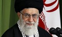 """Ayatollah Ali Khamenei mencela AS yang hanya menghapus sanksi terhadap Iran """"di atas kertas"""""""