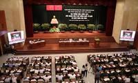 Menciptakan syarat kepada warga etnis minoritas untuk ikut serta dalam badan-badan perwakilan rakyat