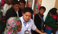 Dokter Vu Manh Ha, orang yang sepenuh hati demi pasien miskin di provinsi Ha Giang