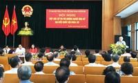 Sekjen Nguyen Phu Trong melakukan kontak dengan pemilih dan melakukan kampanye pemilihan di kota Hanoi