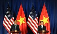Pernyataan Presiden AS, Barack Obama tentang pencabutan embargo senjata mematikan terhadap Vietnam menyerap perhatian dari media massa internasional