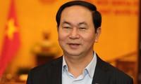 Media massa Laos meliput berita tentang kunjungan yang akan dilakukan oleh Presiden Vietnam, Tran Dai Quang di Laos
