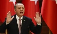 Turki minta maaf kepada Rusia tentang penembakan jatuh pesawat terbang tempur Rusia