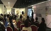 Membuka pameran-pekan raya foto ke-2 di Vietnam