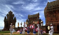 Mengkonservasikan dan mengembangkan kebudayaan etnis minoritas Cham