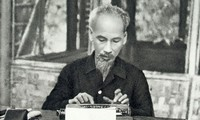Memperhebat gerakan belajar dan bertindak sesuai dengan keteladanan moral dan gaya Ho Chi Minh telah menjadi substantif