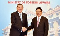 Deputi PM Pham Binh Minh menerima Menlu Uruguay, Rodolfo Nin Novoa