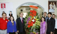 Ketua Pengurus Besar Front Tanah Air Vietnam, Nguyen Thien Nhan menyambut baik peringatan ulang tahun ke-70 berdidinya Lembaga Palang Merah Vietnam