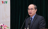 Front Tanah Air Vietnam mengadakan simposium tentang meningkatkan kualitas pekerjaan mencerminkan pekerjaan mencerminkan pendapat dan rekomendasi dari rakyat