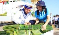 Jembatan televisi mengucapkan selamat Hari Raya Tet kepada kabupaten pulau Truong Sa