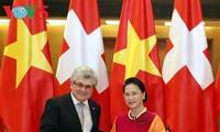 Vietnam dan Swiss bekerjasama meningkatkan kemampuan dan berbagi pengalaman di bidang aktivitas legislatif