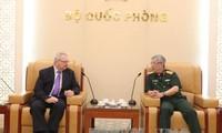 Letnan Jenderal Nguyen Chi Vinh menerima Wakil Ketua Senior Dewan Bisnis AS-ASEAN