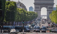 Tabrakan mobil di jalan raya Champs Elysees: Menangkap 4 anggota keluarga pelaku