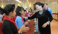 Partai Komunis dan Negara Vietnam selalu memperhatikan, merawat dan menyediakan banyak sumber daya untuk melindungi dan membantu anak-anak