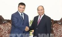 PM Nguyen Xuan Phuc menerima Menlu Ukraina dan Menteri Luar Negeri dan Kerjasama Republik Afrika Selatan