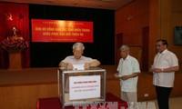 Pimpinan Partai Komunis, Pemerintah, MN dan badan-badan pusat mengumpulkan derma untuk memberikan bantuan kepada para  korban di Vietnam Tengah karena taupan Doksuri