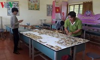 Pak guru Le Van Hoang menyampaikan kegandrungan  pada mata pelajaran sejarah kepada pelajar