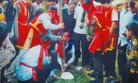 Pada awal Musim Semi pergi ke Pesta kue Giay di desa Truc Phe