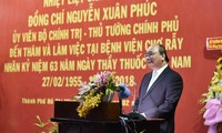 PM Nguyen Xuan Phuc melakukan kunjungan kerja di Rumah Sakit Cho Ray