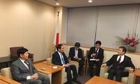 Deputi Menlu Bui Thanh Son melakukan temu kerja dengan Deputi Menteri urusan Parlemen dari Kemlu Jepang