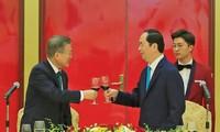 Presiden Tran Dai Quang memimpin resepsi untuk Presiden Republik Korea Moon Jae-in