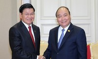 PM Nguyen Xuan Phuc menerima PM Laos