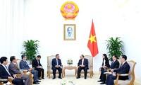 PM Nguyen Xuan Phuc menerima Kepala Departemen Organisasi Komite Sentral Komite Sentral Laos