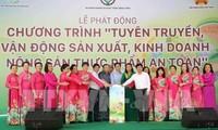 Deputi PM Vu Duc Dam menghadiri acara mencanangkan sosialisasi tentang produksi dan bisnis bahan makanan bersih