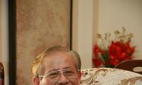 Profesor, Guru Rakyat Phan Huy Le memberikan  dedikasi sepenuhnya kepada ilmu sosial Viet Nam
