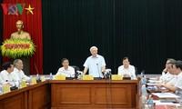 Sekjen Nguyen Phu Trong melakukan temu kerja dengan Badan Harian Organisasi Partai Komunis Kementerian Industri dan Perdagangan Viet Nam